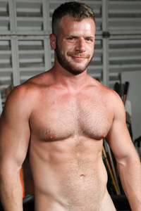 male muscle gay porn star Brian Bonds | hotmusclefucker.com