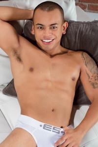 male muscle gay porn star Rey Luis | hotmusclefucker.com